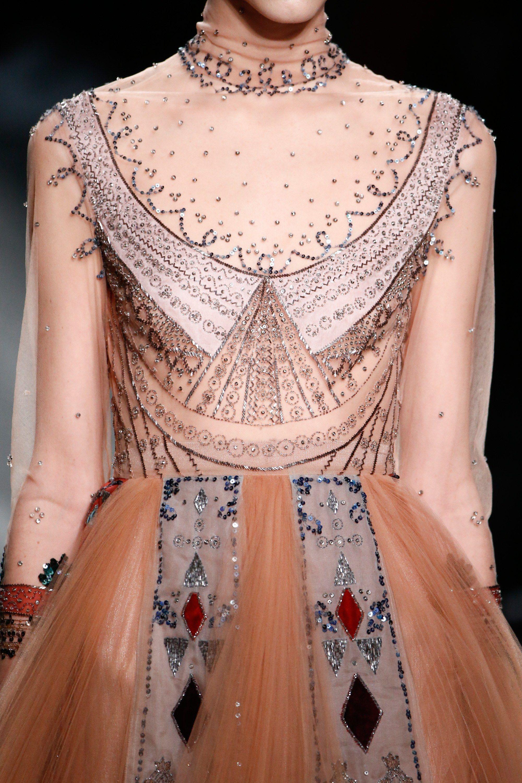 Valentino Fall 2016 Ready-to-Wear Fashion Show | Alta costura ...