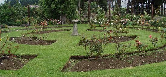 Formal english garden rose formal english garden design for Formal rose garden layout