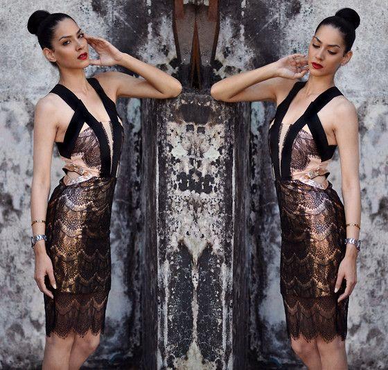Konstantina Tzagaraki - Vestido - La oscuridad es sólo la luz del revés ..