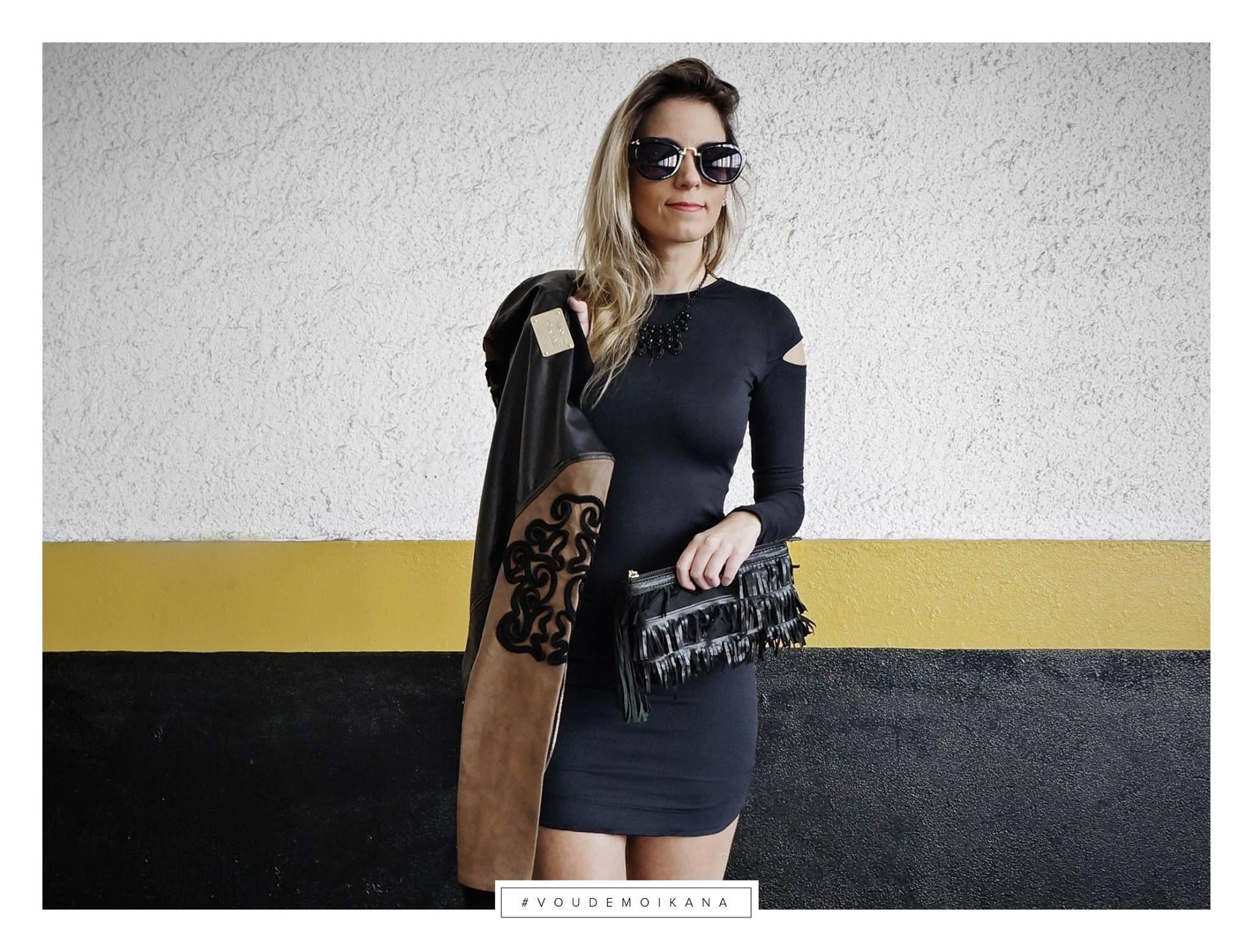 A blogger Renata Olah - Personal Stylist escolheu nosso dress com shape justinho + jaqueta de couro pra passar essa quarta-feira gelada em grande estilo! Quem amou?  #voudemoikana