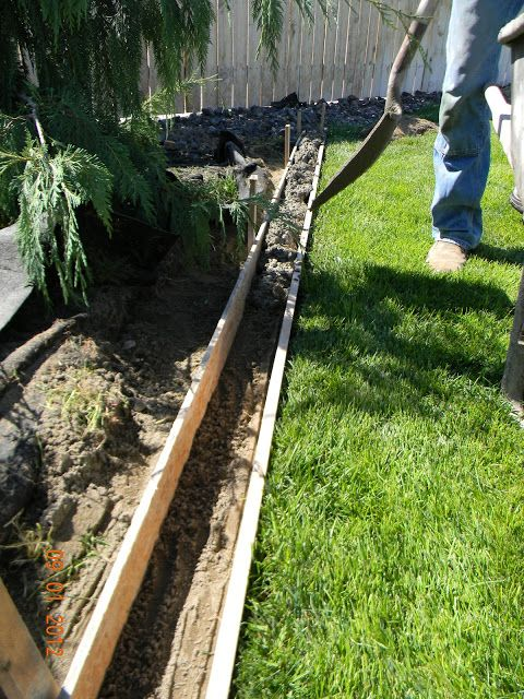 Diy landscaping curb tutorial using concrete in self made for Diy landscape edging