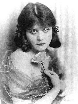 Theda Bara PART 2 After Her Marriage To Charles Brabin In 1921 She Made Two More Feature Films And Retired From Acting 1926 Having Never Appeared A