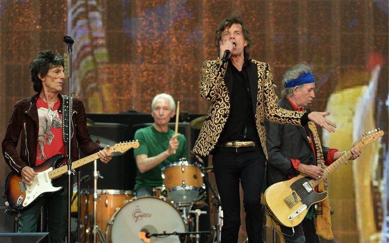 Mick Jagger cumple 73 años: su vida en 5 canciones - http://www.vistoenlosperiodicos.com/mick-jagger-cumple-73-anos-su-vida-en-5-canciones/