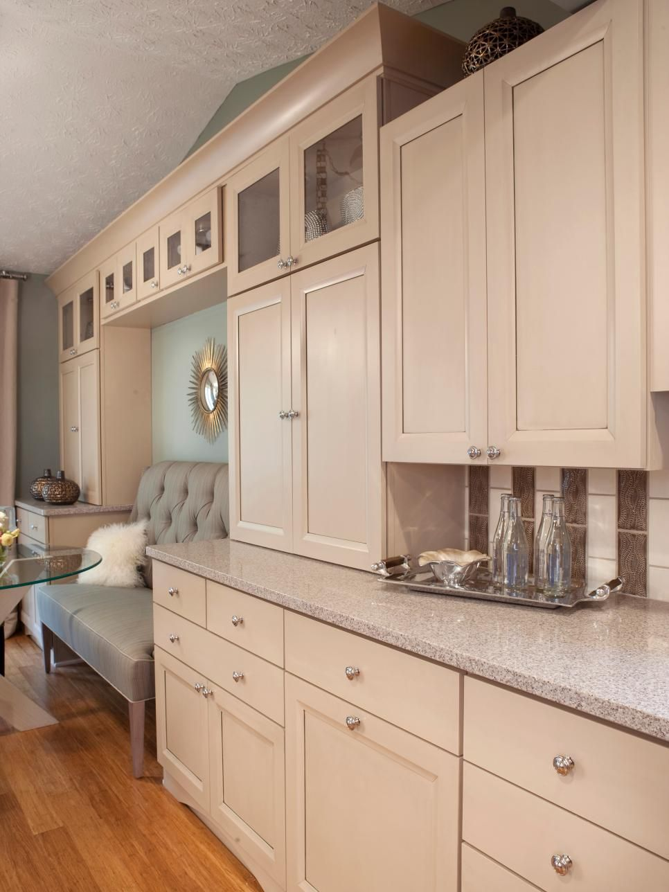 Best Maple Cabinets With An Irish Creme Finish Quartz 640 x 480