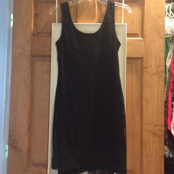 Forever 21 Lace LBD (M) Worn once. In perfect condition with no pulls. Perfect for an event or dinner party! Forever 21 Dresses Mini