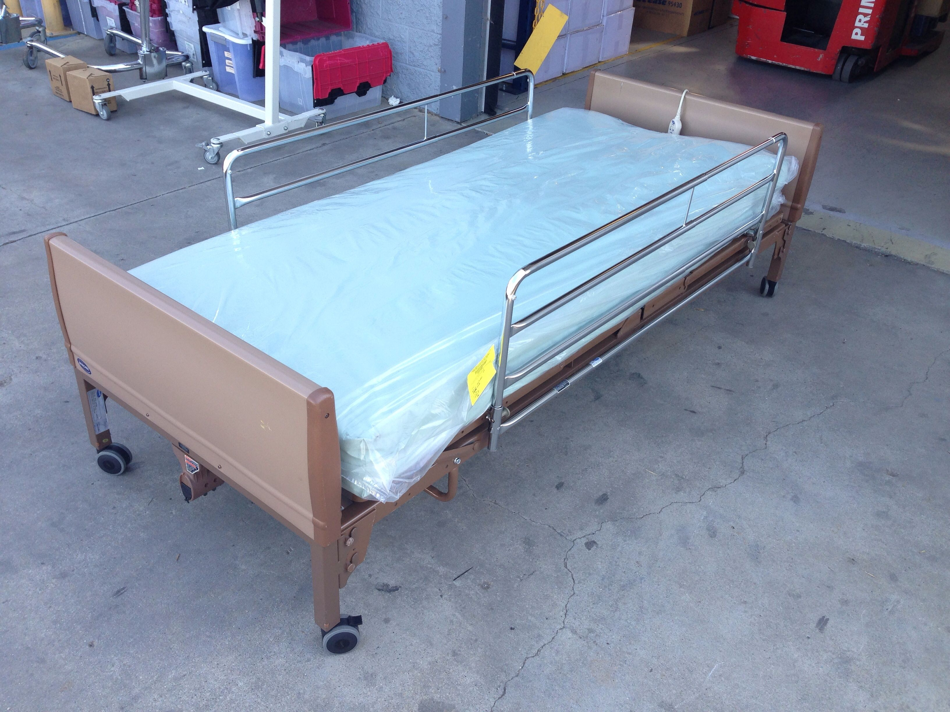 Invacare 5410IVC Hospital bed, Bed rails, Bed