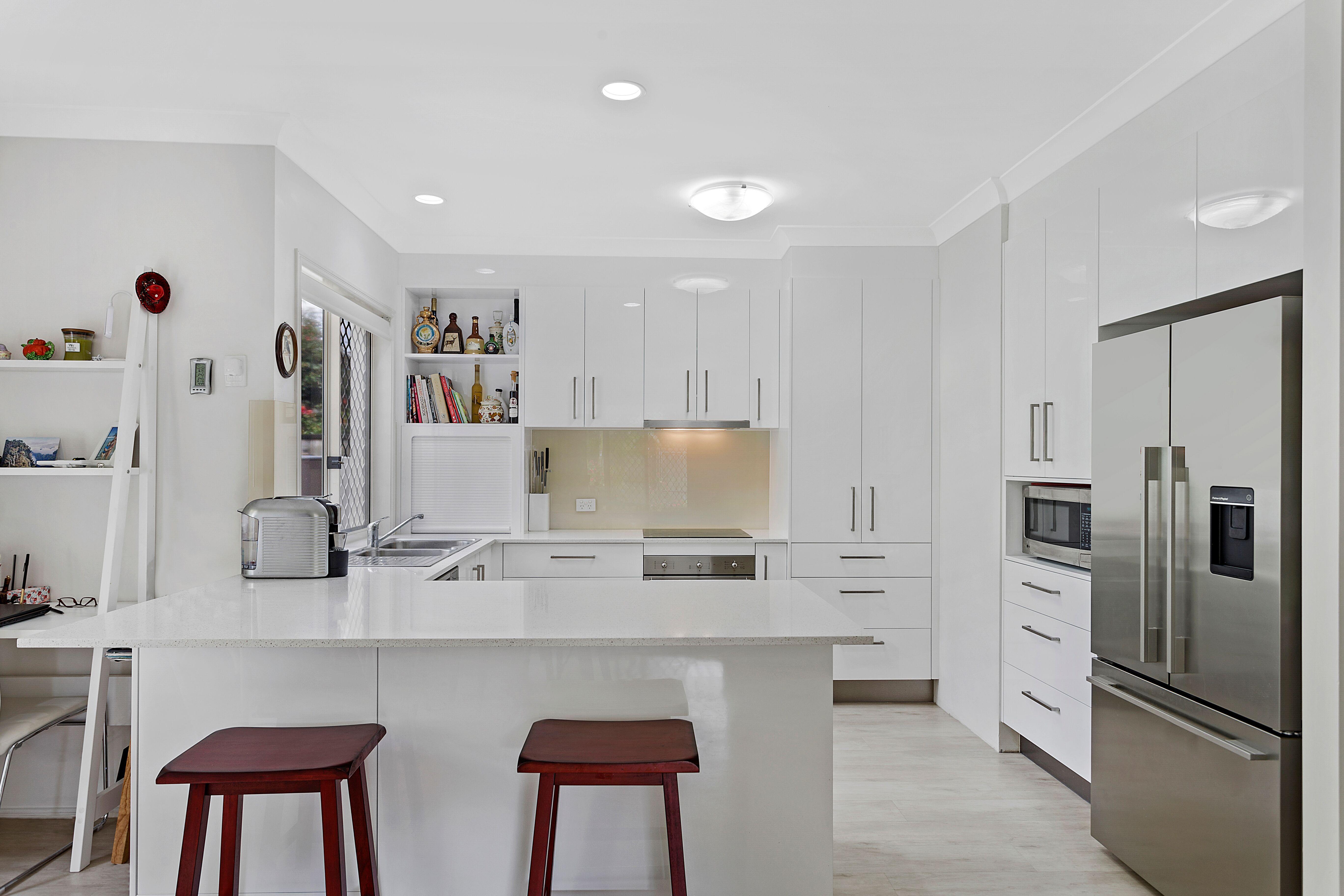 2pak doors, draws & panels in 100% Gloss White ~ 20mm Silestone ...