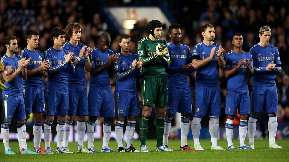 c1ea9049 #Chelsea FC players The Chelsea FC players applaud the memory of Dave  Sexton who passed away prior to kickoff during the English Premier League  match ...