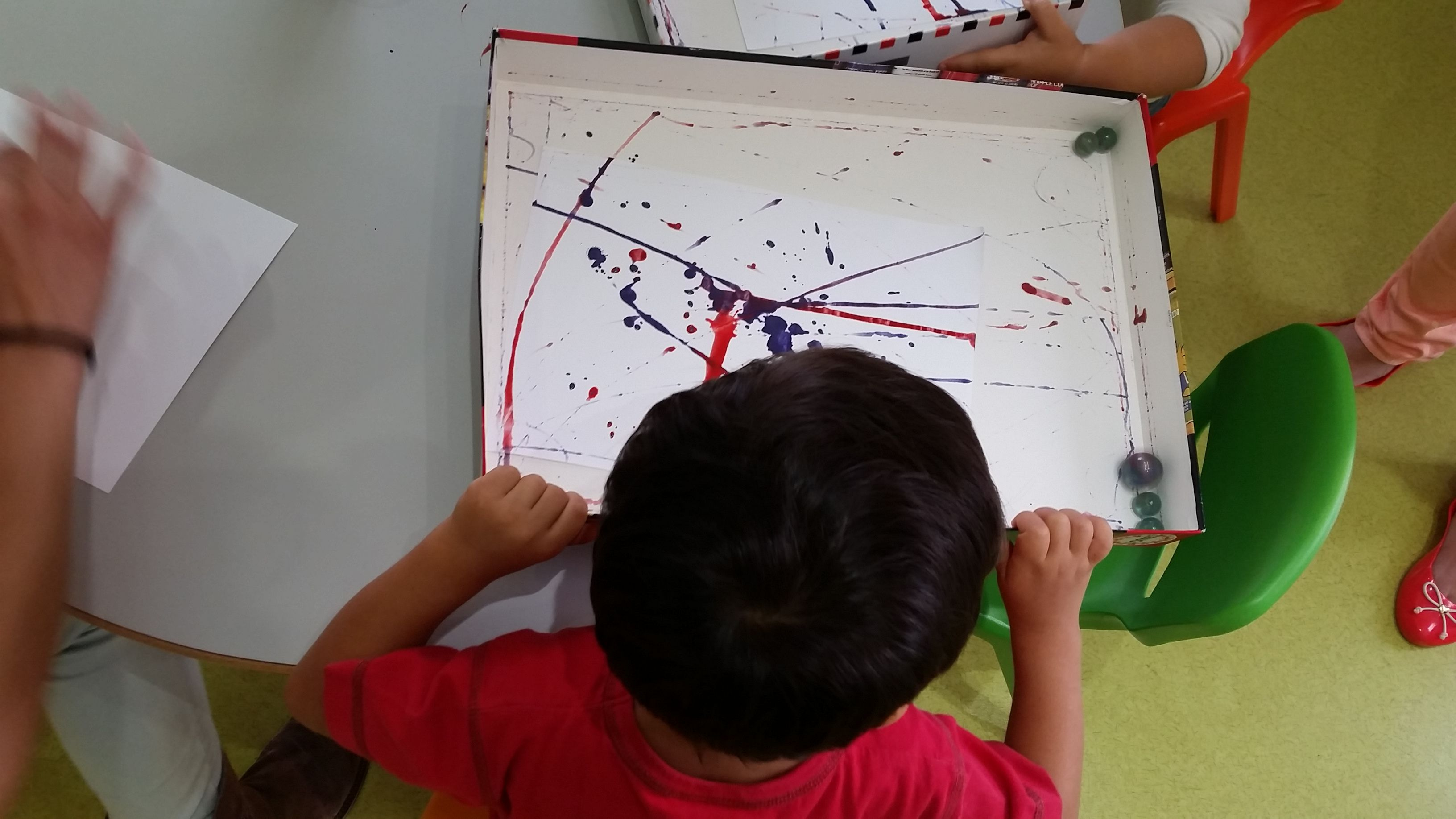 Pintura com berlindes - Painting with marbles