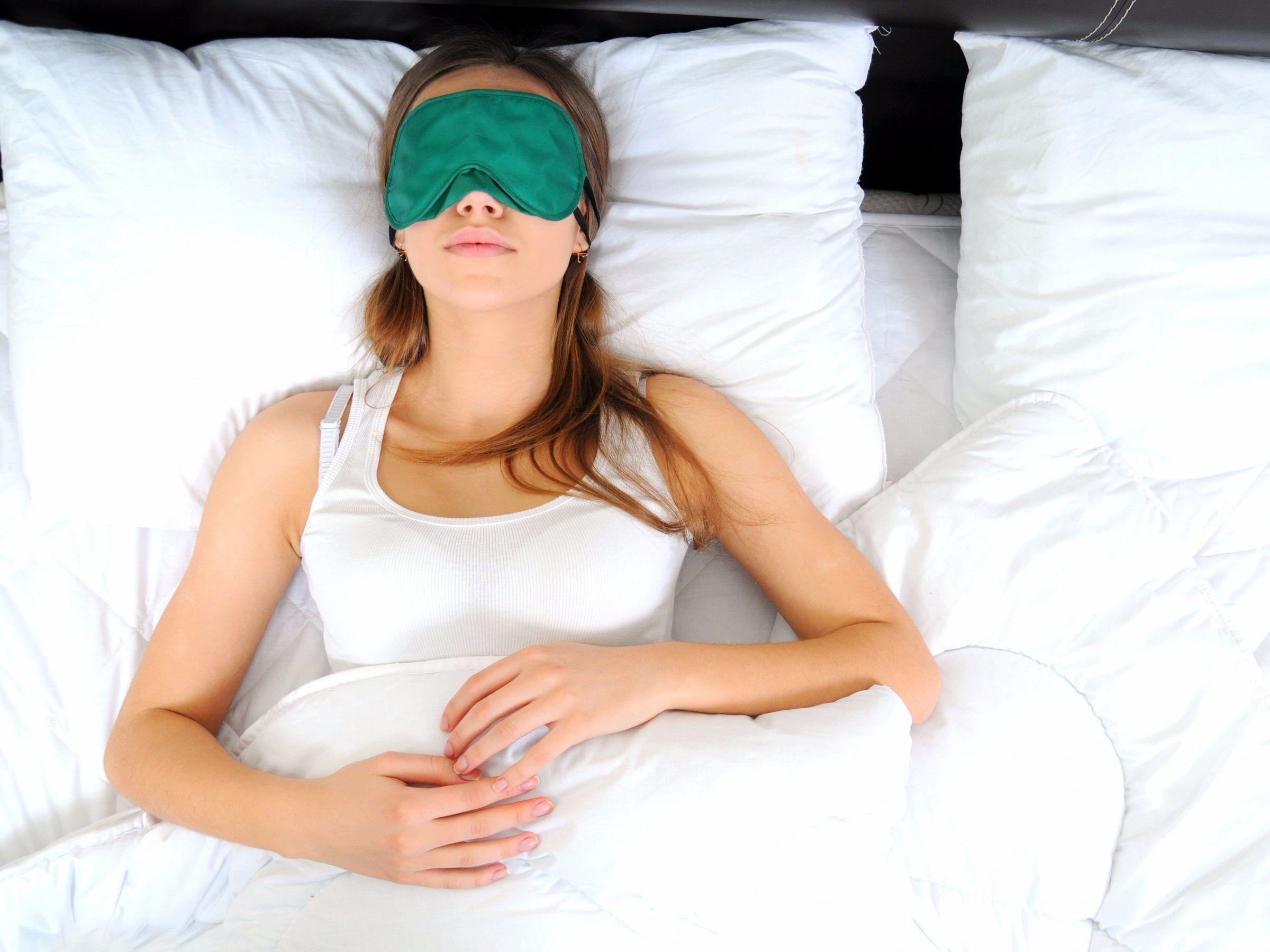 Ein Mikrobiologe erklärt, wie oft ihr eure Bettwäsche