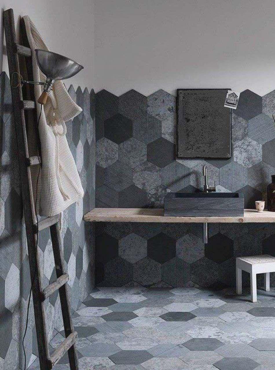 carrelage design à l'inspiration géométrique pour la salle de bains