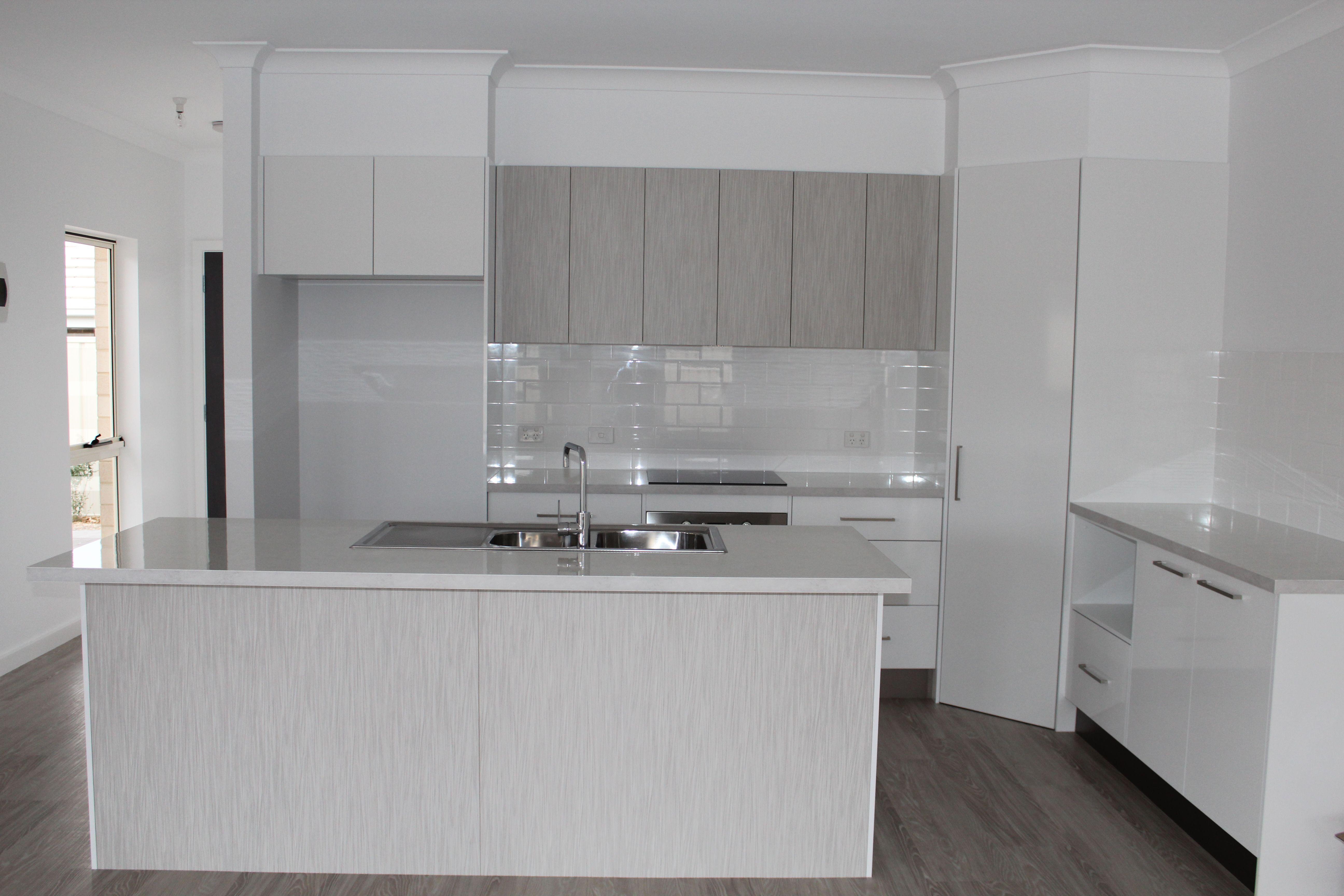 Benchtop - Laminex White Valencia Diamond Gloss Panels ...