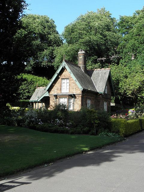 I want that house!!!! The gardeners cottage in Princes Street Gardens - yes, that is in the very middle of Edinburgh (http://g.co/maps/rvsk9).