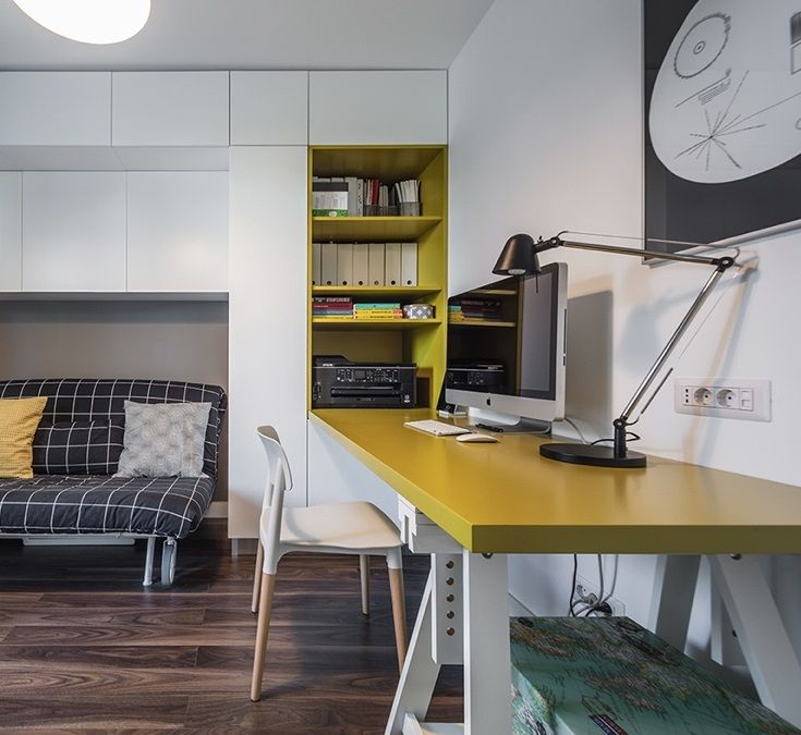 Everything in this small home office bedroom is on wheels! All the yellow accents and décor give the space a science lab playroom type of appeal that I really like! The entire space is very fun and exciting!