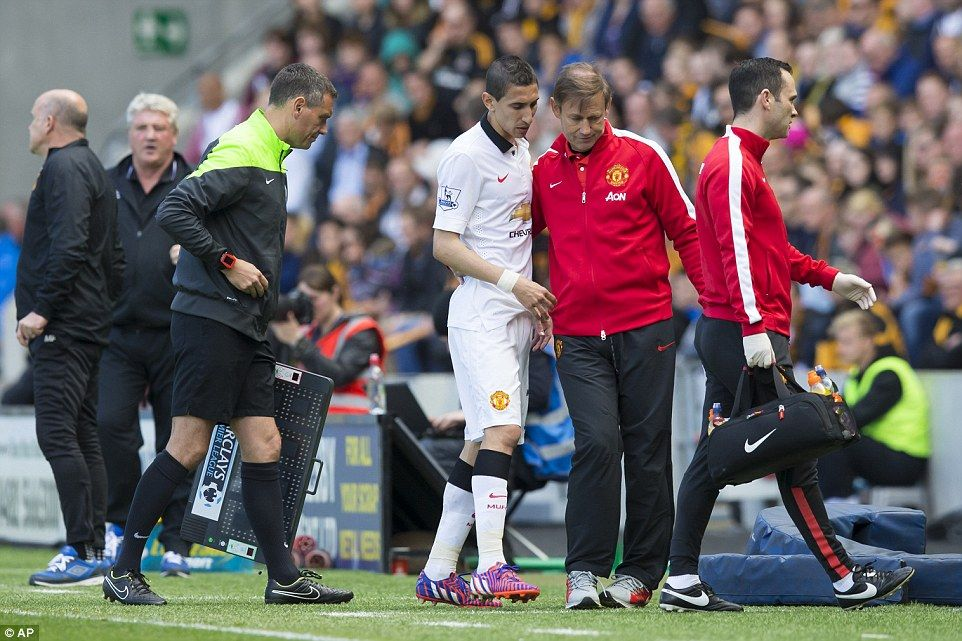 Manchester United suffered a first-half injury blow as Angel di Maria limped off after 23 minutes
