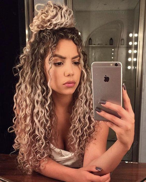 Vorschlage Fur Frisuren Und Haarfarben Fur Lockige Madchen Frisuren Haarfarbe Cu Coiffure Coiffure Haarfarben Lockiges Madchen Naturlocken Frisuren