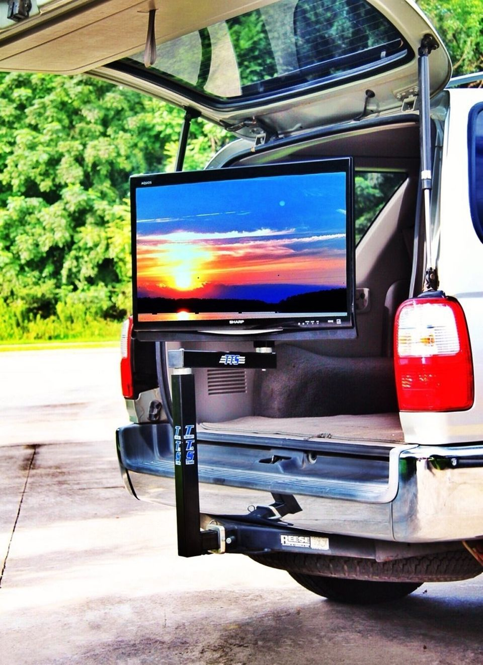 8 Amazing Tow Hitch Accessories You Didn't Know Existed