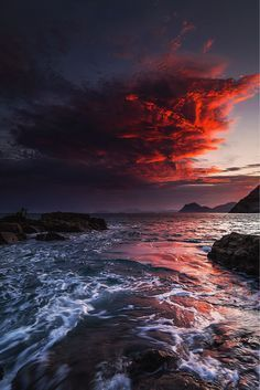 """Tripfania on Twitter: """"Red skies at night, Sailors delight...Red skies in the morning, Sailors take warning! #lp #photography https://t.co/CuLl0Jvb6Q"""""""