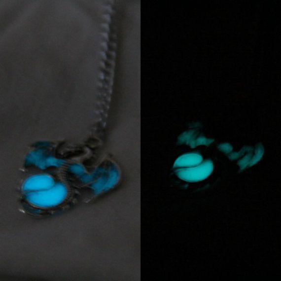 Glow in the Dark Dragon Necklace por KiranFreak en Etsy