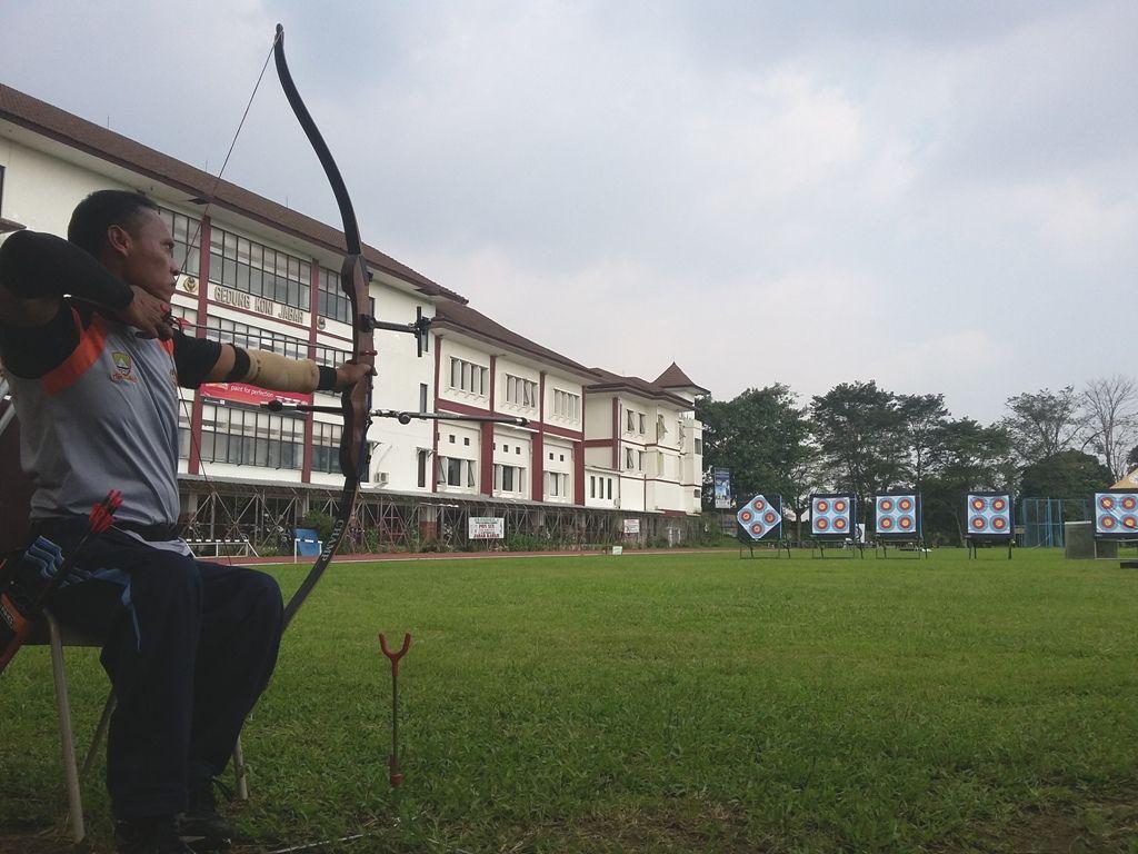 ... PON Peparnas 2016 Jawa Barat. Lapangan Atletik Pajajaran Kota Bandung  akan menjadi tempat berlangsungnya lomba cabang olahraga panahan Peparnas  XV  cee7785f8c