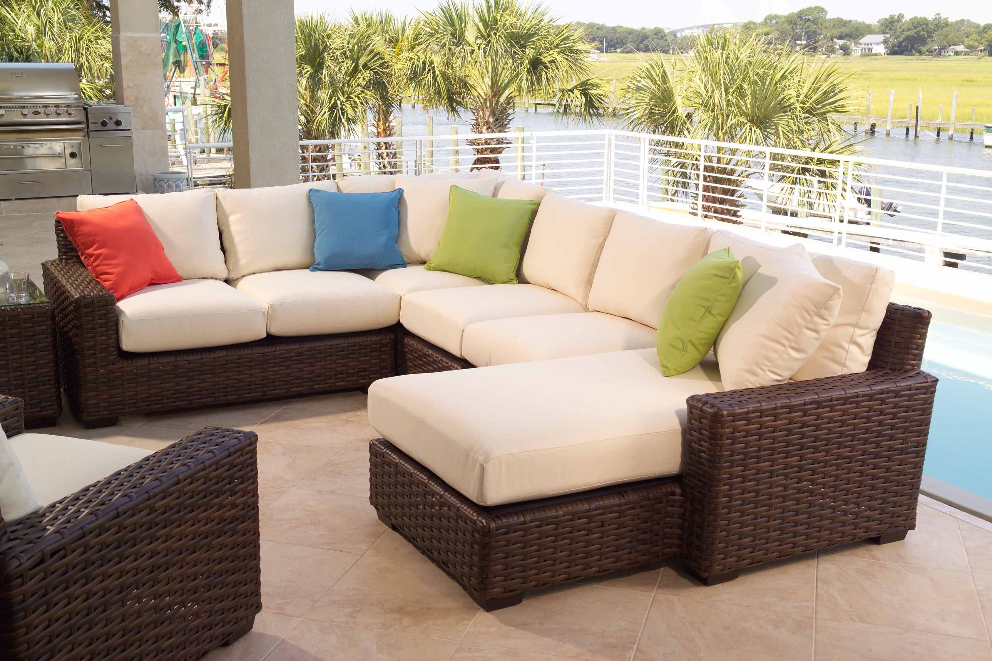 """On SALE Lloyd Flanders """"Contempo"""" Sectional 30 OFF"""
