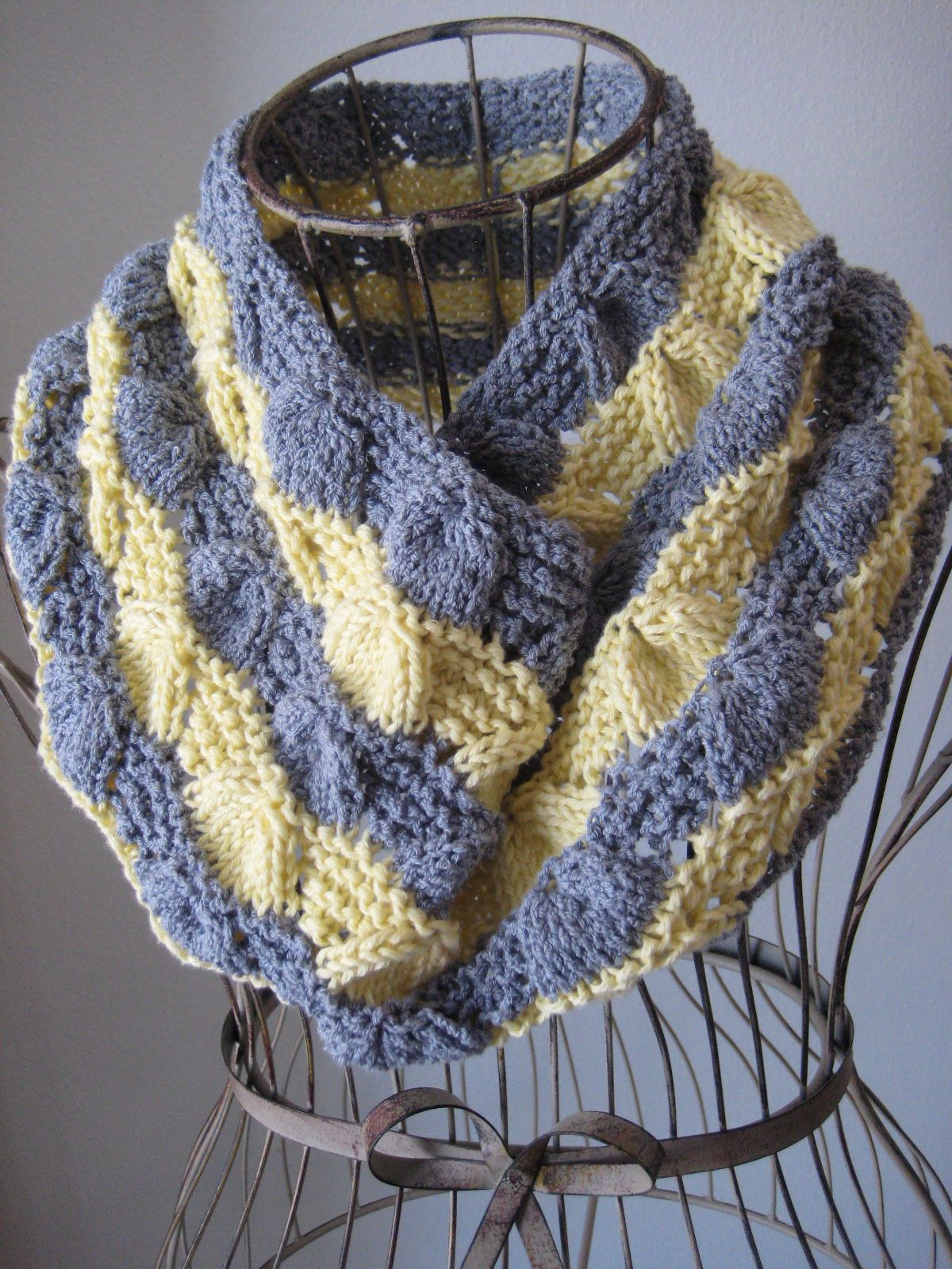 Free Knitting Pattern - Cowls and Neck Warmers: Lucina Shell Cowl