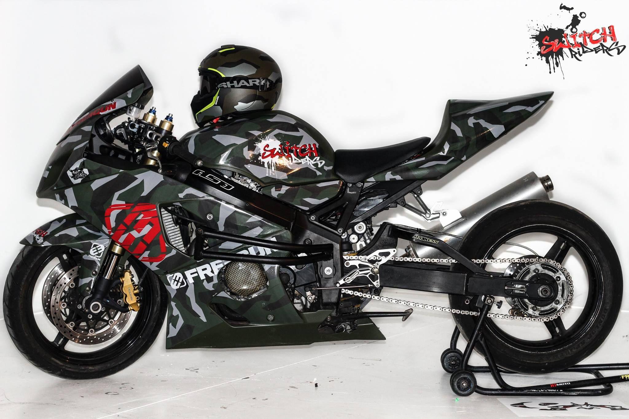 Suzuki the goret gsxr 750 superbike stunt infa leo