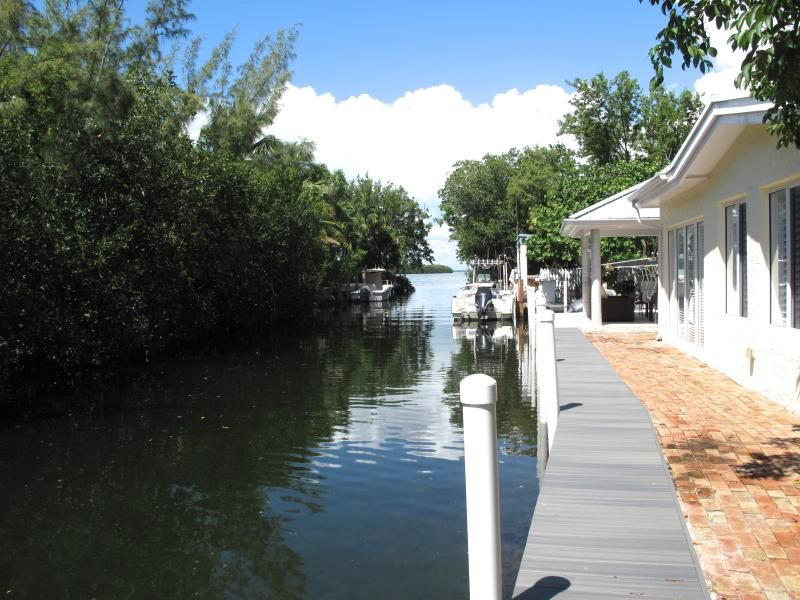 Key largo cottage rental on canal bring boat has ramp