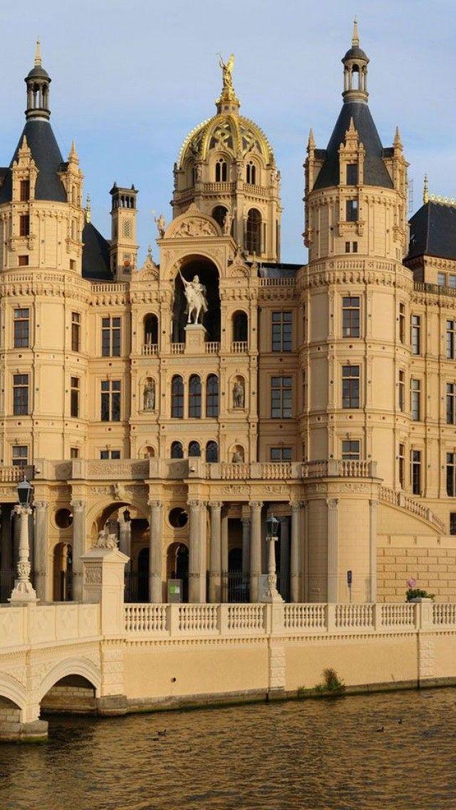 Schwerin Castle Schwerin Mecklenburgvorpommern Germany Stock Photo ...