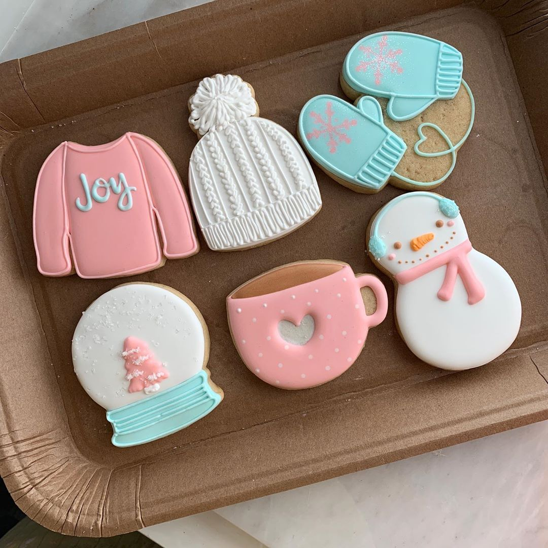 """Photo of Custom Sugar Cookies on Instagram: """"Winter cookie decorating class registration will be opened this Saturday 12/14 at 7pm on my website, link is in my bio! Valentines theme in…"""""""