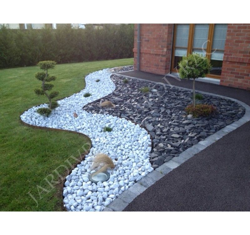 jardin avec cailloux petale ardoise paillette paillis concasse massif