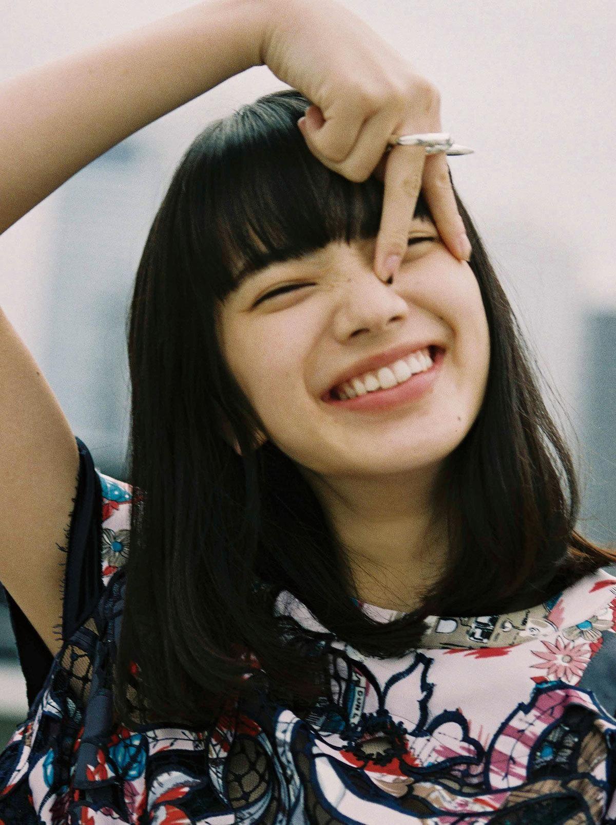 演じる役柄のイメージからか「孤独でクール」に思われることが多いと語る小松菜奈。彼女自身が語る、私たちが知らない小松菜奈の素顔とは?