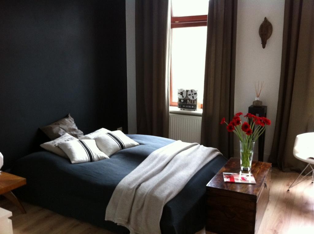 Schlichtes Schlafzimmer in schwarz-weiß #Schlafzimmer - schlafzimmer schwarz