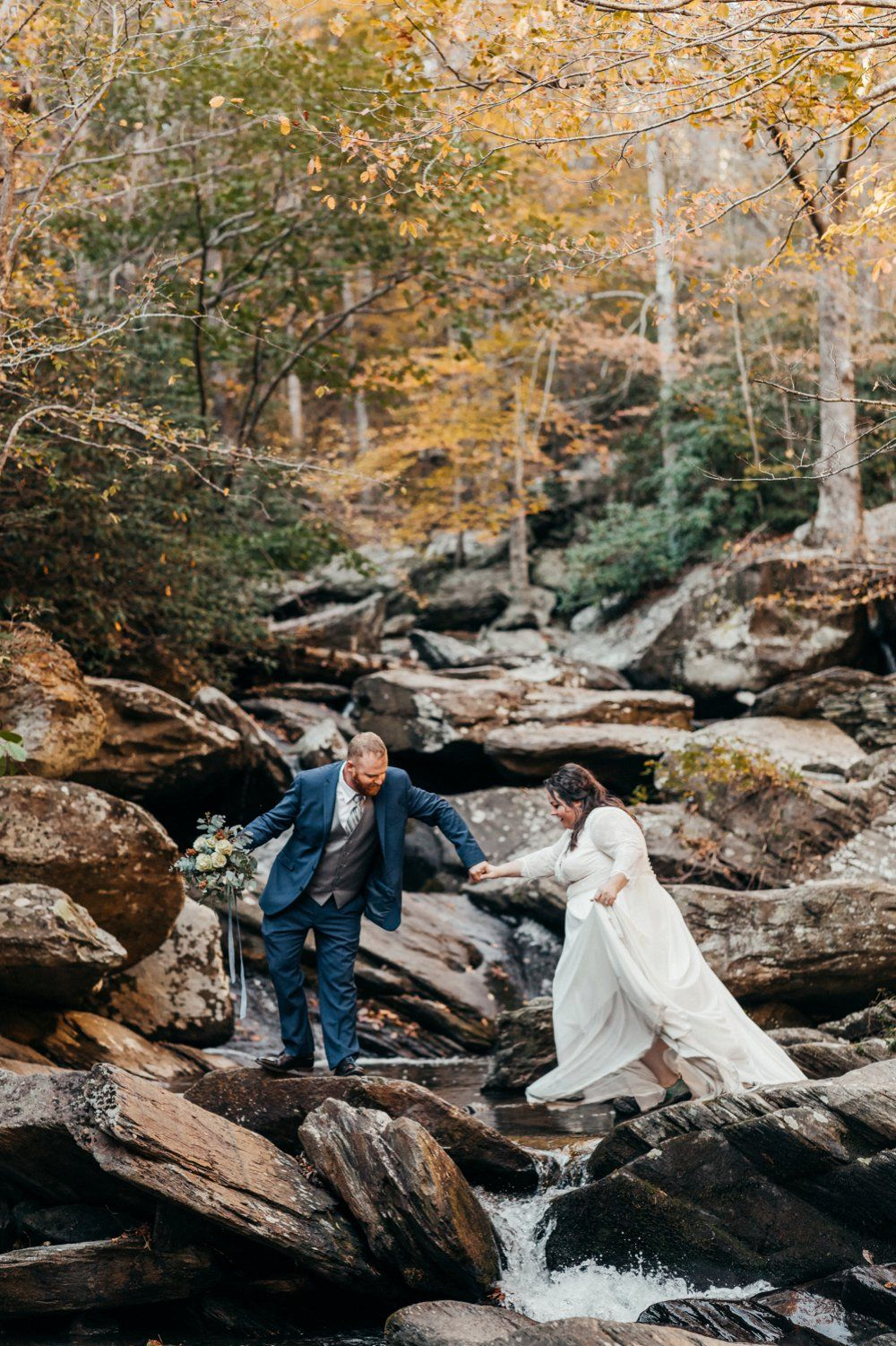 Outdoor Tennessee Wedding On A 7k Budget In 2020 Tennessee Wedding Outdoor Fall Wedding Woodland Wedding