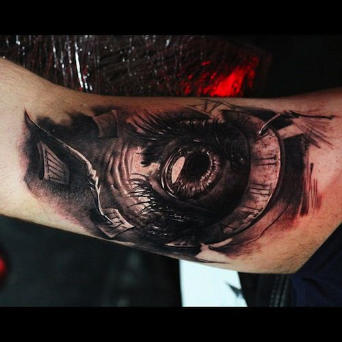 How's your vision, Dmitry? Sorry, the bad jokes keep on coming. This amazing eyeball was inked by Dmitry Vision. #InkedMagazine #eye #realism #tattoo #tattoos #Inked #art