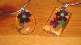 Pressed pansy and resin
