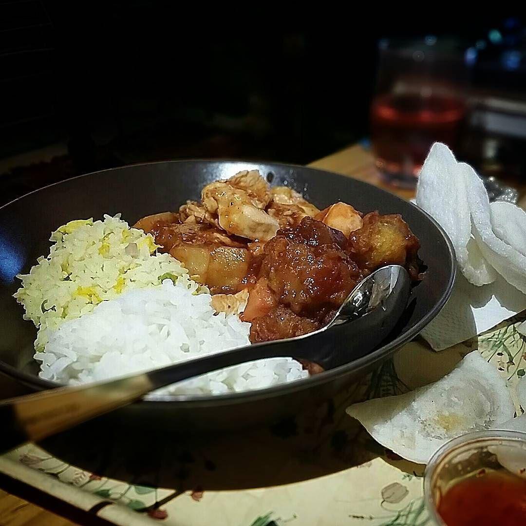 Raviolis aux crevettes poulet à l'ananas porc aigre doux croustillant riz Cantonnais et nature on a même eu des chips à la crevette et une bière thai en cadeau  Merci Maison des Saveurs #foodporn #asianfood
