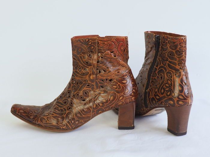 941deafd8f0 Online veilinghuis Catawiki  Kort Shoes - opengewerkte laarsjes