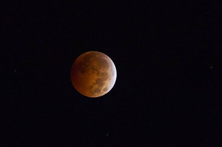 Prográmese este domingo 27 de septiembre/15 para ver el eclipse de luna roja El eclipse total de Luna se podrá observar durante más de una hora, desde las Américas hasta Oriente Medio. En Colombia se apreciará durante tres horas y media, desde las 8:00 p.m. hasta las 11:30 p.m. Y desde las instalaciones de Casa Santa Mónica en Cali, en medio de un Plan Noche Romántica, la disfrutarán aún mejor! Informes y reservas: (572) 668 51 80 - 661 16 70 Cel. (314) 682 8744 #alojamiento #hospedaje…