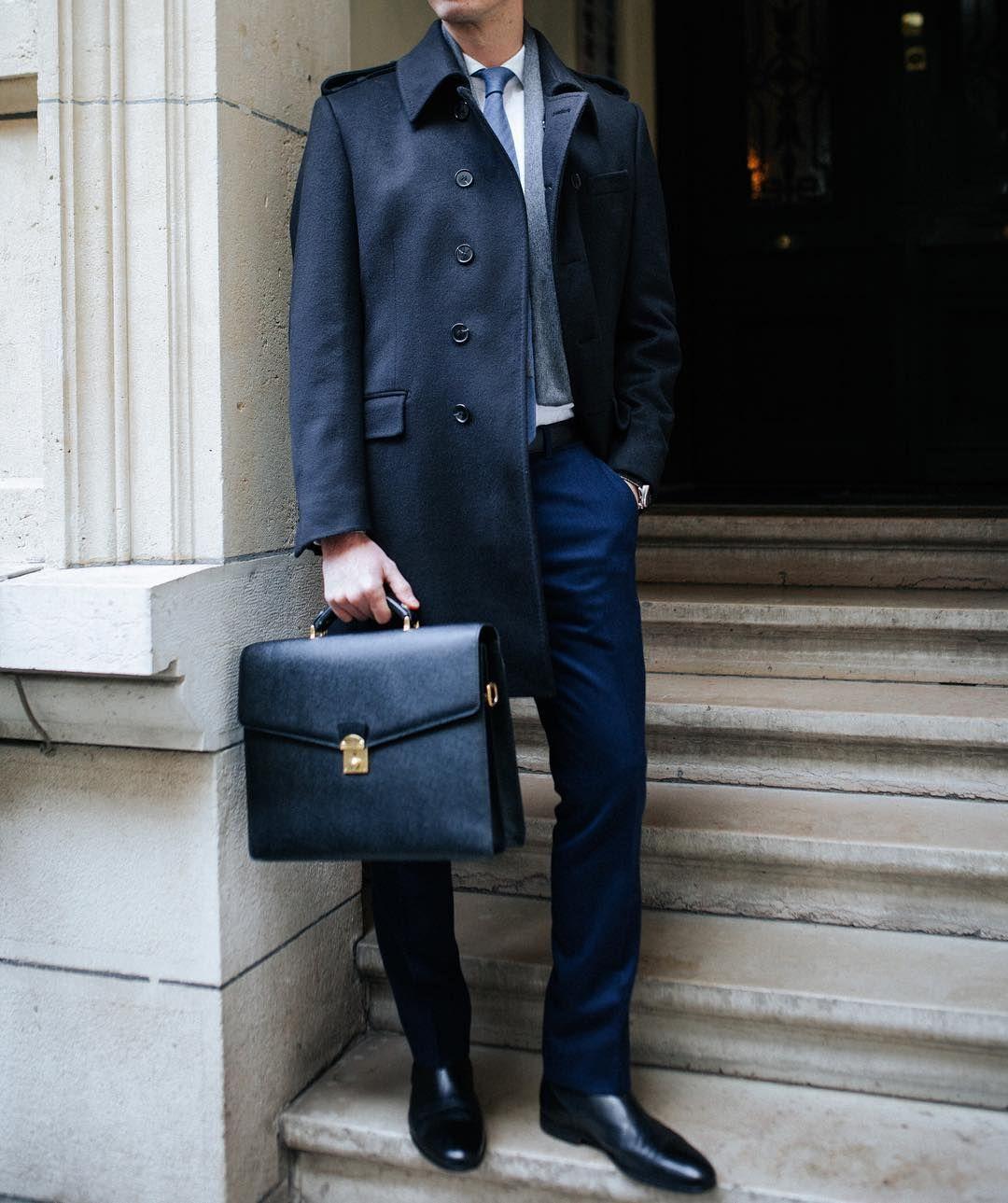 504d15409246 Aujourd hui mettez votre manteau et votre écharpe en cachemire  blandindelloye.com Pantalons, chemise et cravate sur mesure Blandin    Delloye Chaussures ...