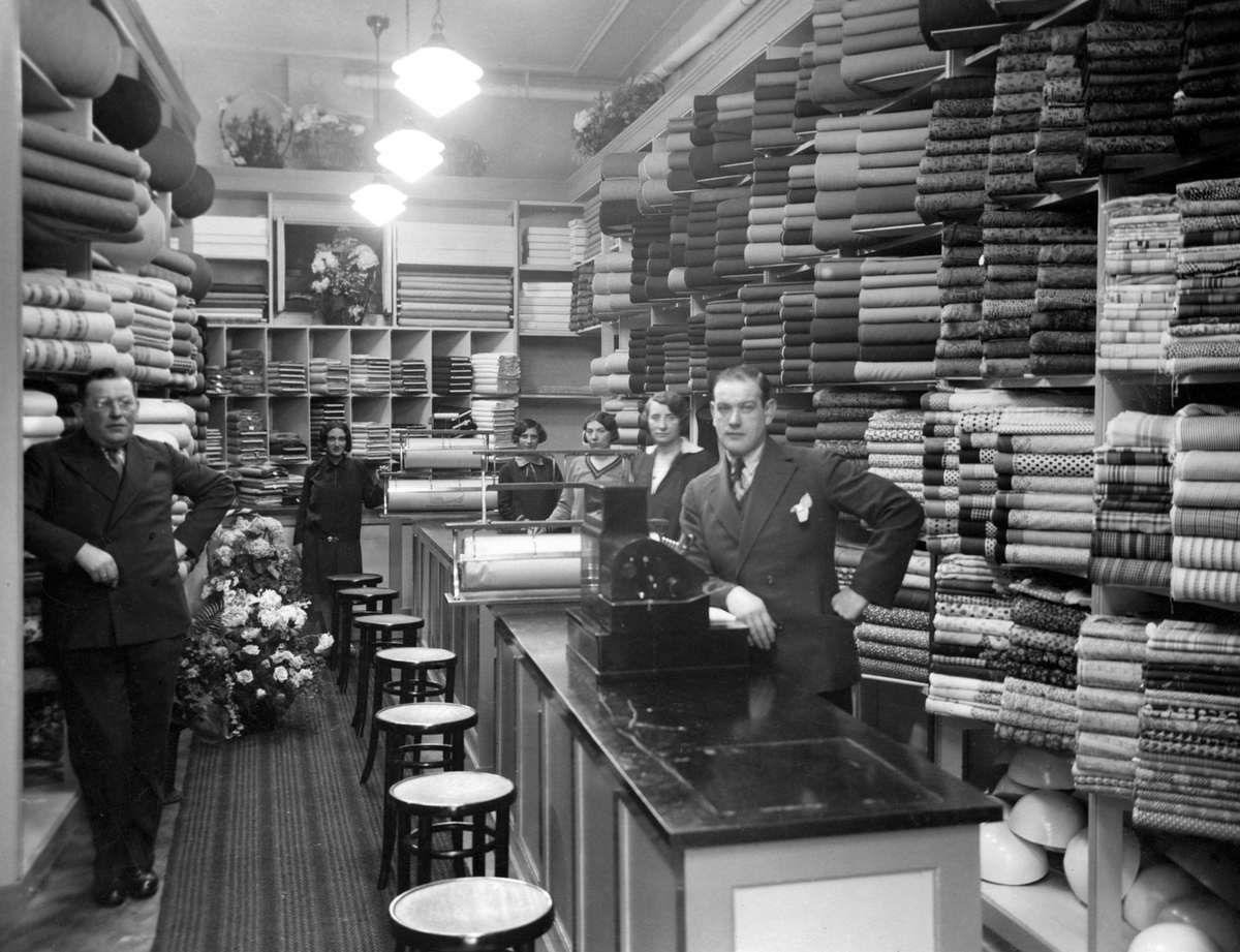 Het interieur van een stoffenwinkel met zes for Interieur winkels