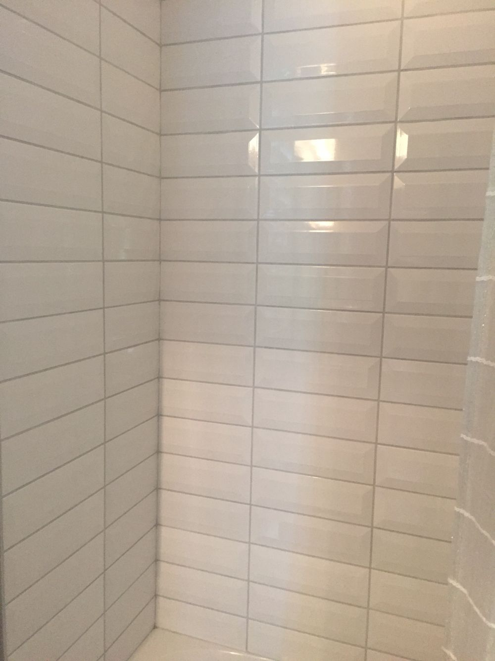 Large White Beveled Subway Tile Tyres2c
