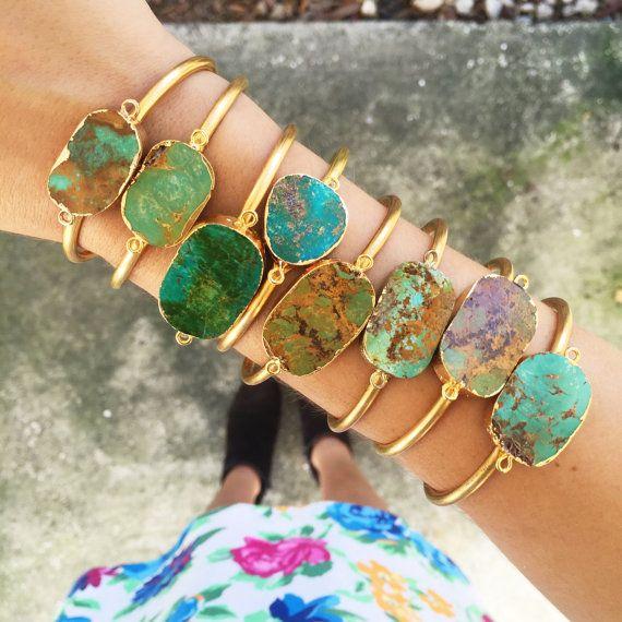 Véritable naturel brut Turquoise Bracelet manchette par GypsetCo