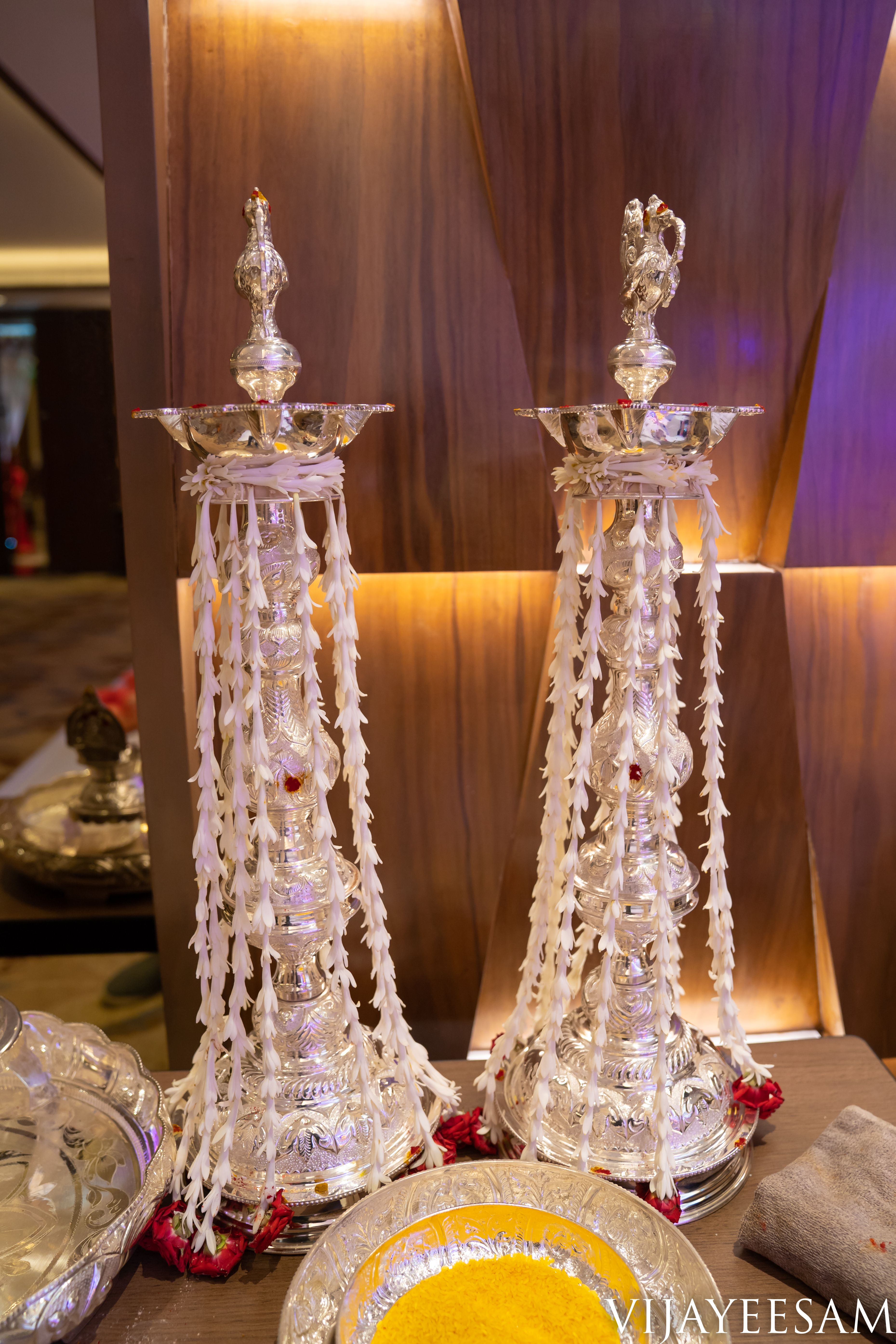 Look At This Beautiful Silver Lamp Decorated With Jasmines And Roses To Make It Look More Attrac Home Wedding Decorations Silver Decor Housewarming Decorations