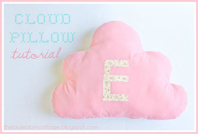 How adorable! A free cloud pillow pattern found at MySistersSuitcase.blogspot.com