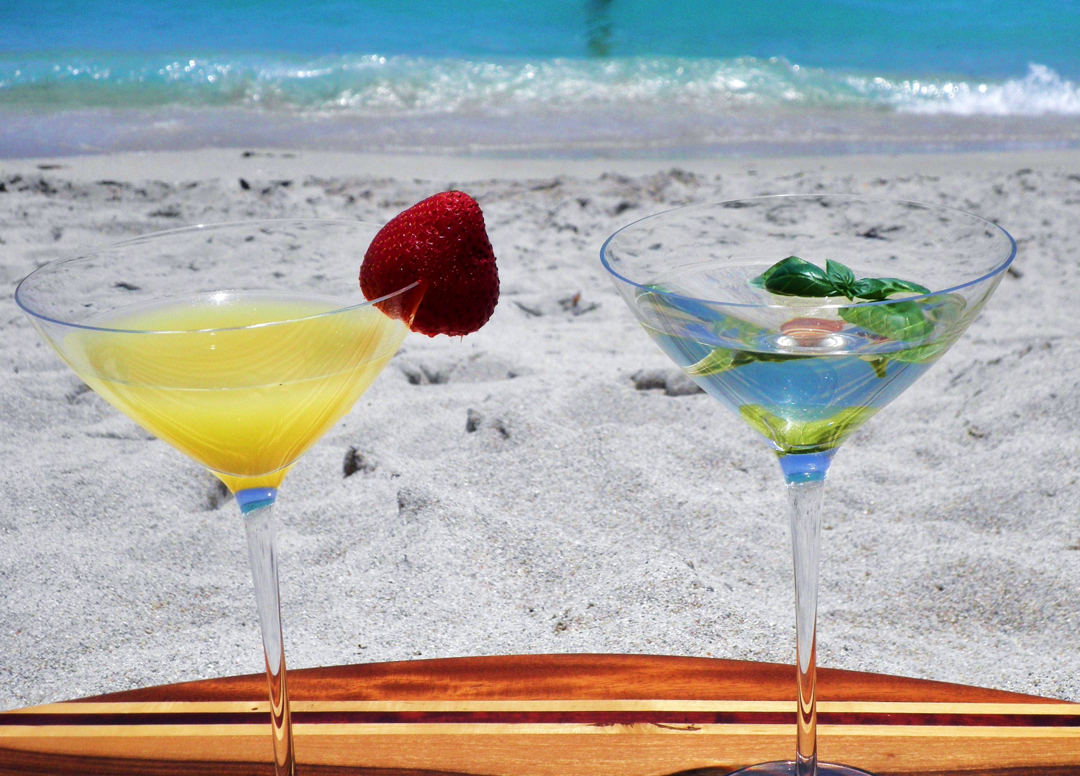 Cocktail Time Beach Cocktailscocktail Drinkslavender Martinidigital
