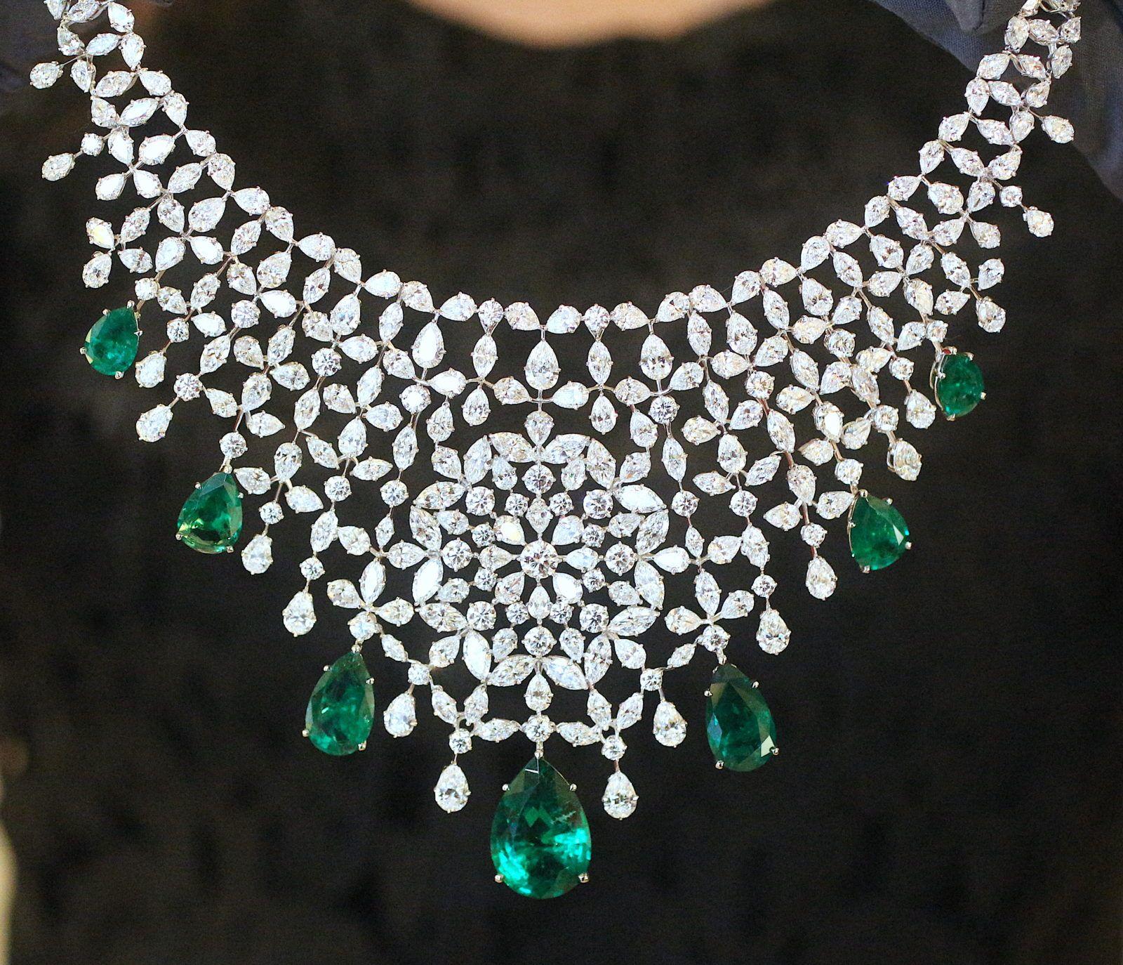 magasiner pour le luxe styles classiques apparence élégante Collier collection Precious chopard en diamants emeraudes de ...