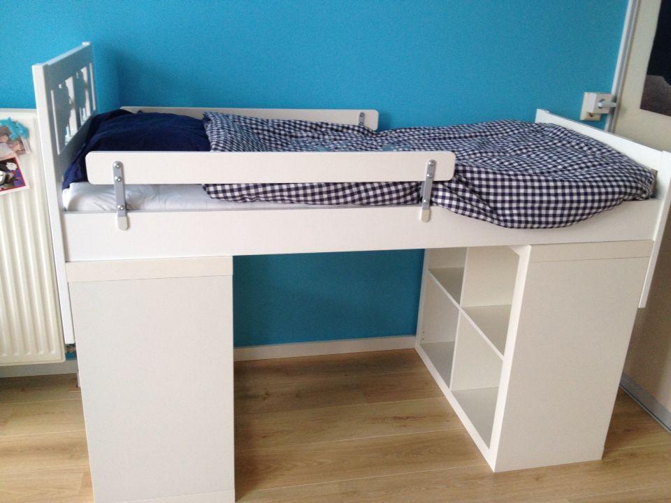 #Ikea peuterbed met opberg ruimte. Zowel bed ombouw als de lattenbodem aan de kast gemonteerd! Leuke manden erin en je hebt een halfhoogslaper, opbergruimte en een hutje!