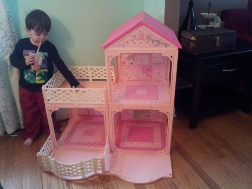 Barbie Pink N Pretty House By Mattel 1995
