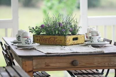Coca-cola Crate + Wildflowers = Lovely Tablescape: Turn a vintage coke or milk crate into a gorgeous centerpiece!